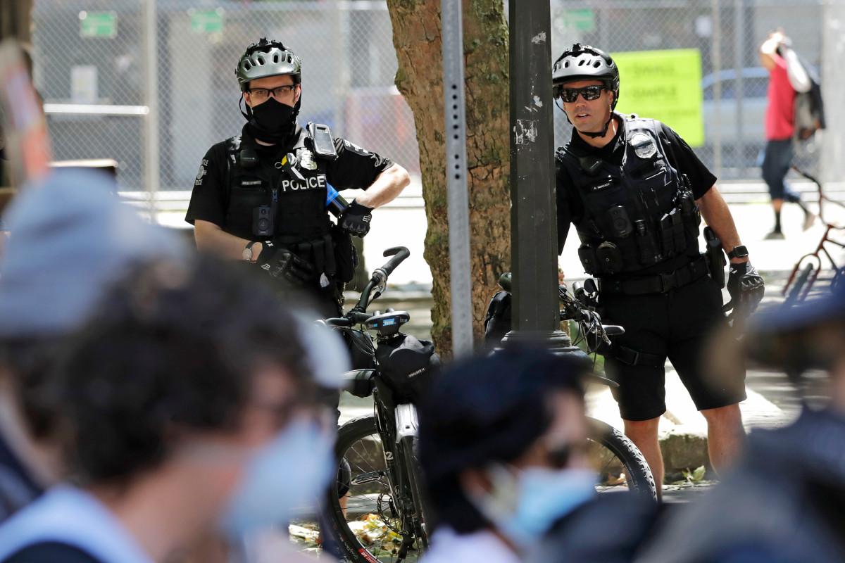 Dewan Kota Seattle menyetujui pemotongan ke posisi polisi, anggaran