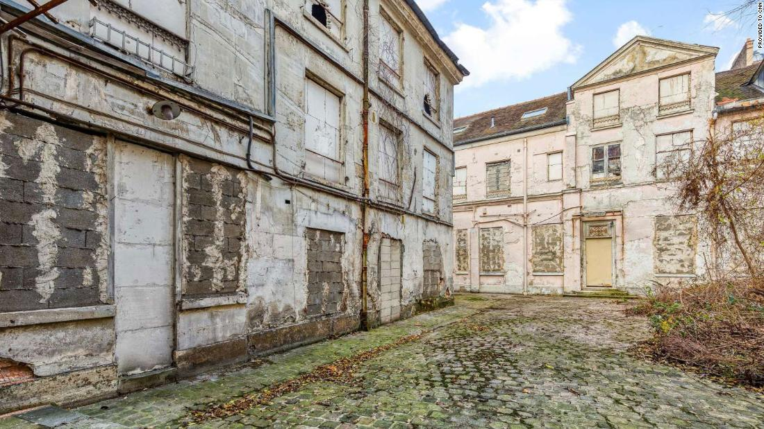 Mayat yang disembunyikan selama 30 tahun ditemukan selama renovasi rumah Prancis senilai $ 41,2 juta