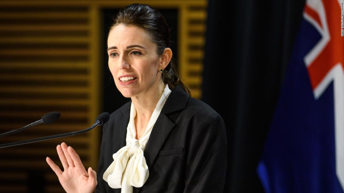 Selandia Baru memberlakukan penguncian 12 hari di Auckland saat memerangi wabah Covid-19 baru