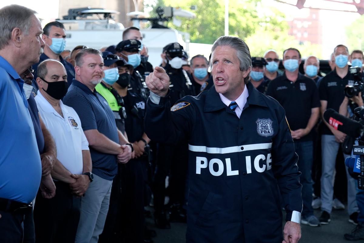 Serikat pekerja NYPD mendukung Trump, julukan Joe Biden 'Sleepy Joe'