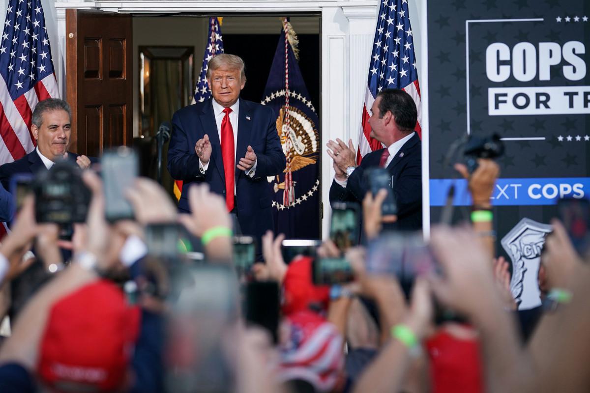Presiden Trump memuji dukungan serikat polisi NYPD