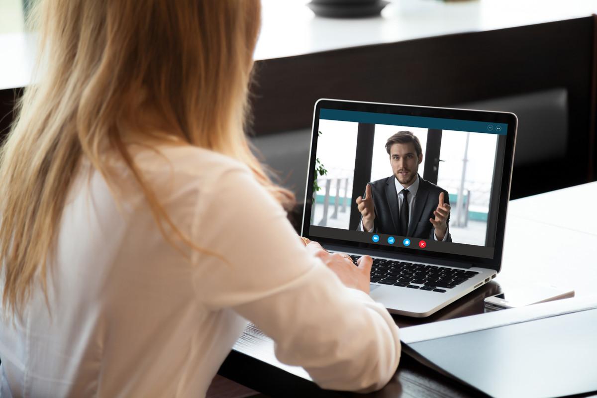 Apakah layak menyewa pelatih untuk membantu wawancara kerja virtual?