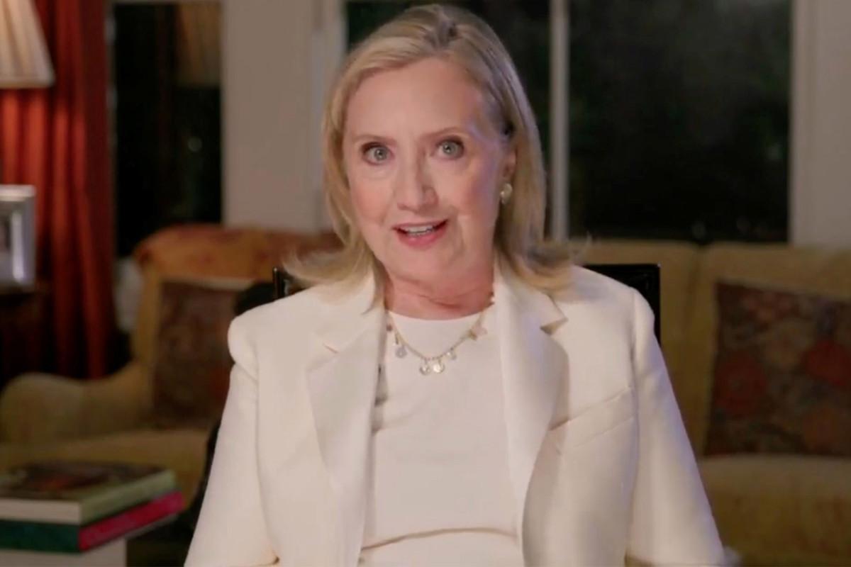 Hillary Clinton mendesak para pemilih untuk hadir untuk Biden di DNC 2020