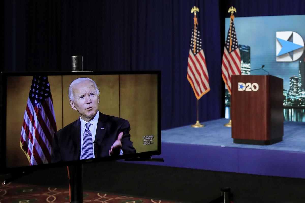 Joe Biden secara resmi menerima nominasi Demokrat untuk presiden di DNC