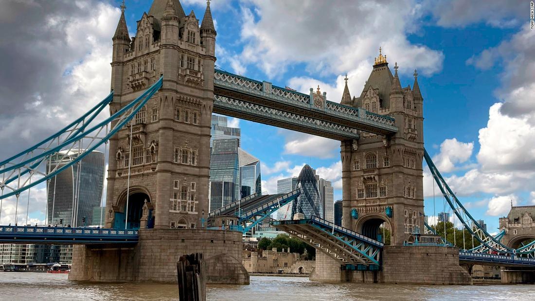 Tower Bridge London macet, menyebabkan kekacauan lalu lintas