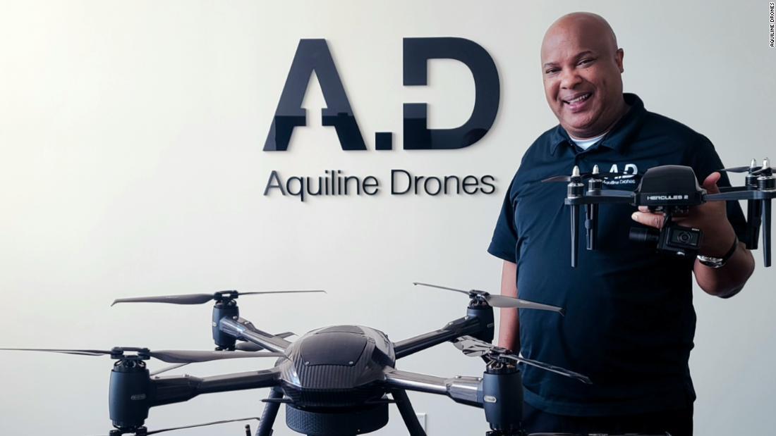 Pengusaha berharap untuk menciptakan ekonomi pertunjukan untuk pilot maskapai yang tidak bekerja - menerbangkan drone, bukan pesawat
