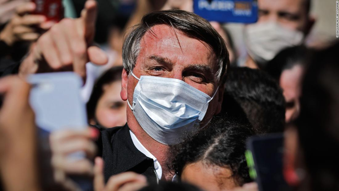 Bolsonaro mengancam akan meninju wajah reporter