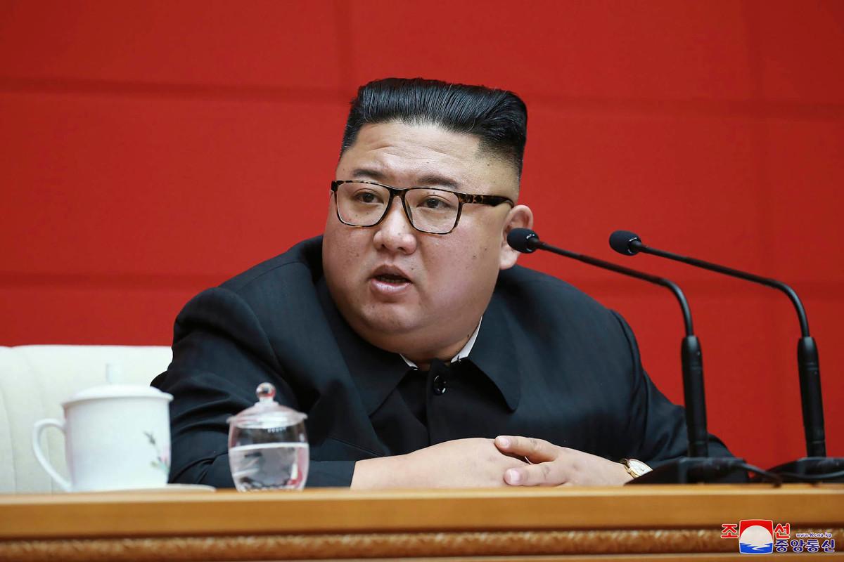 Kim Jong Un dikabarkan koma selama berbulan-bulan, belakangan penampilannya dipalsukan