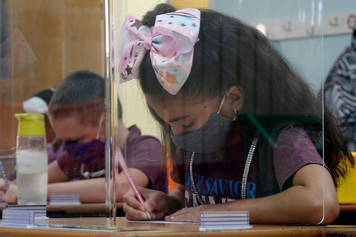 Hakim Florida menjatuhkan perintah yang mengharuskan sekolah untuk dibuka kembali