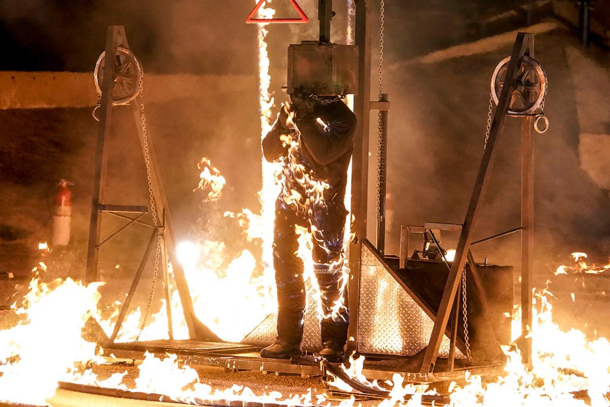 Kontestan AGT Menangkap Api Saat Aksi Pemberani yang Mengerikan