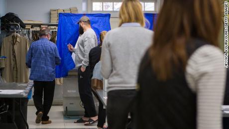 Rencana pemantauan jajak pendapat kampanye Trump memicu kekhawatiran penindasan pemilih