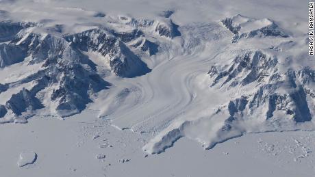 Pemanasan lautan menyebabkan hilangnya lapisan es besar-besaran di Greenland dan Antartika, studi NASA menunjukkan