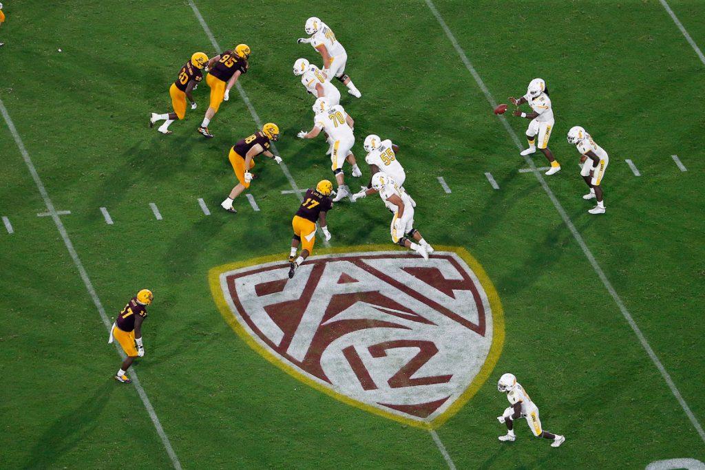 Pemain sepak bola Pac-12 dapat memilih keluar di tengah-tengah keselamatan, tuntutan keadilan sosial