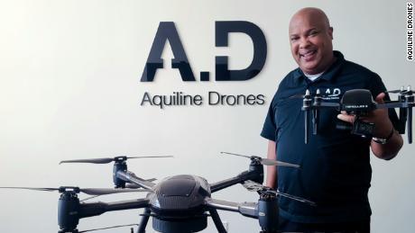 Pengusaha Barry Alexander berharap dapat menciptakan ekonomi pertunjukan untuk pilot maskapai yang tidak bekerja, menerbangkan drone, bukan pesawat.