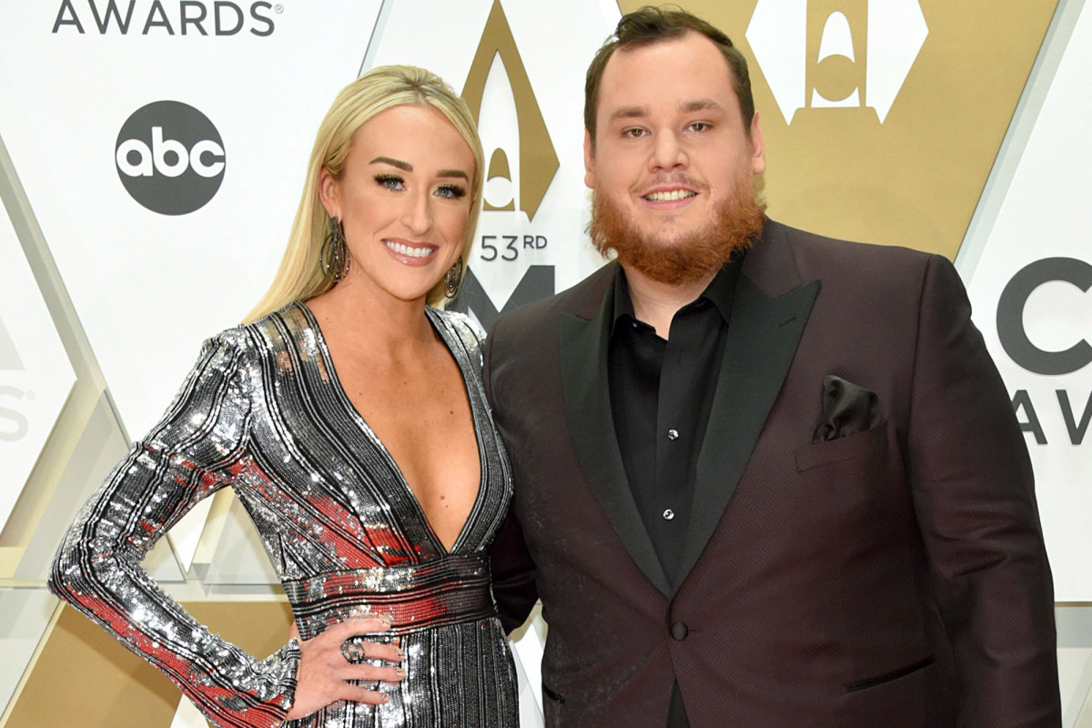 Penyanyi country Luke Combs menikahi tunangan Nicole Hocking di Florida