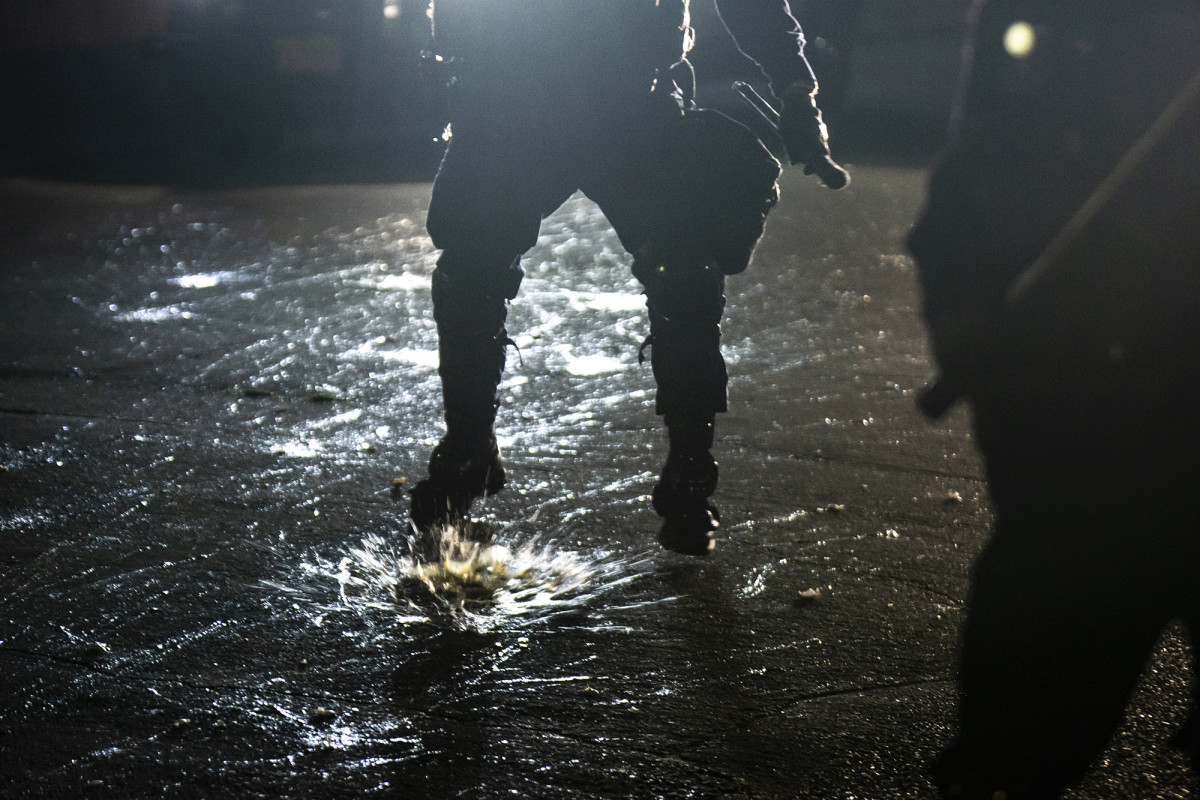 Polisi Portland mengatakan mereka dilempari bantalan bola, bola golf