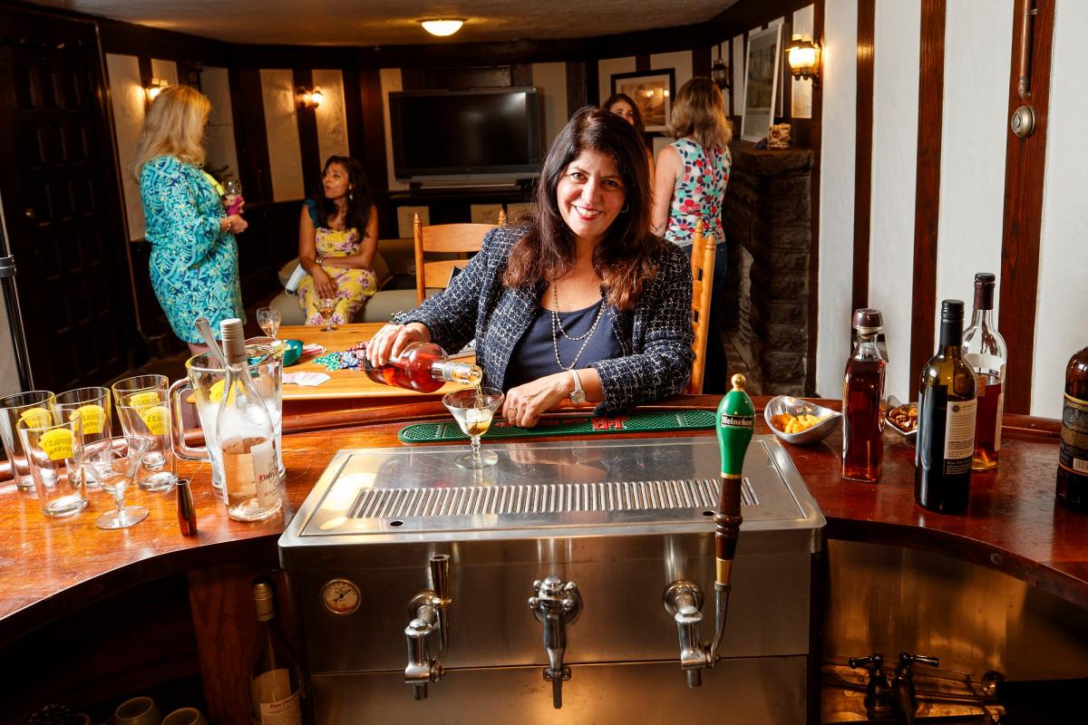 Rumah dengan bar built-in, kedai minuman yang banyak diminati selama COVID-19