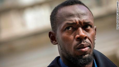 Bintang trek dan pitchman Bolt baru Usain Bolt melihat saat konferensi pers tentang skuter Bolt Mobility baru di luar Balai Kota New York, 12 Maret 2019 di New York City.